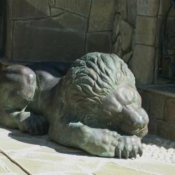 Спящий лев (бронза)