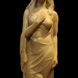 Женская фигура с Ангелочком